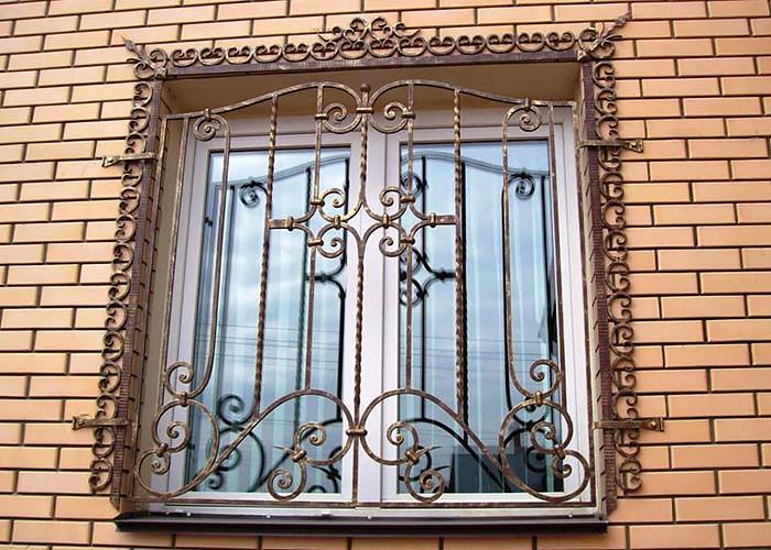 Кованая решетка на окно Р-001