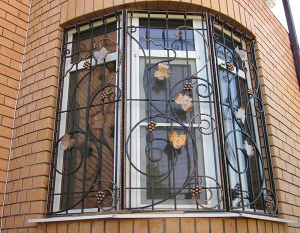 Кованая решетка на окно Р-012