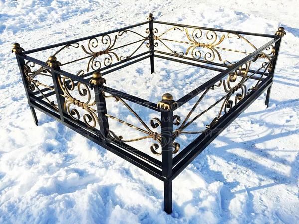 Кованая ритуальная оградка Р-006