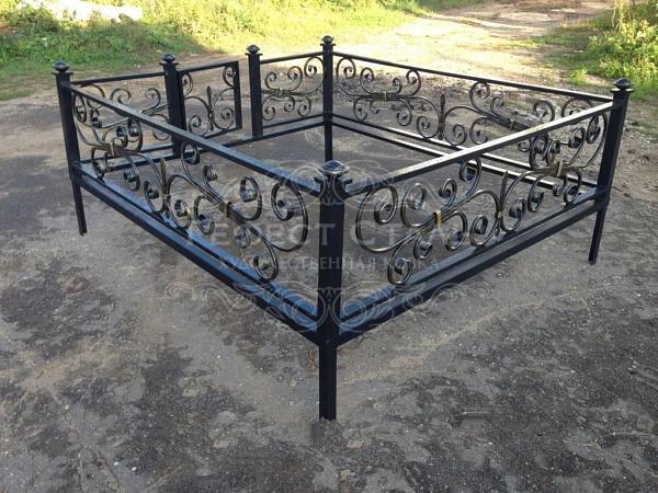 Кованая ритуальная оградка Р-008