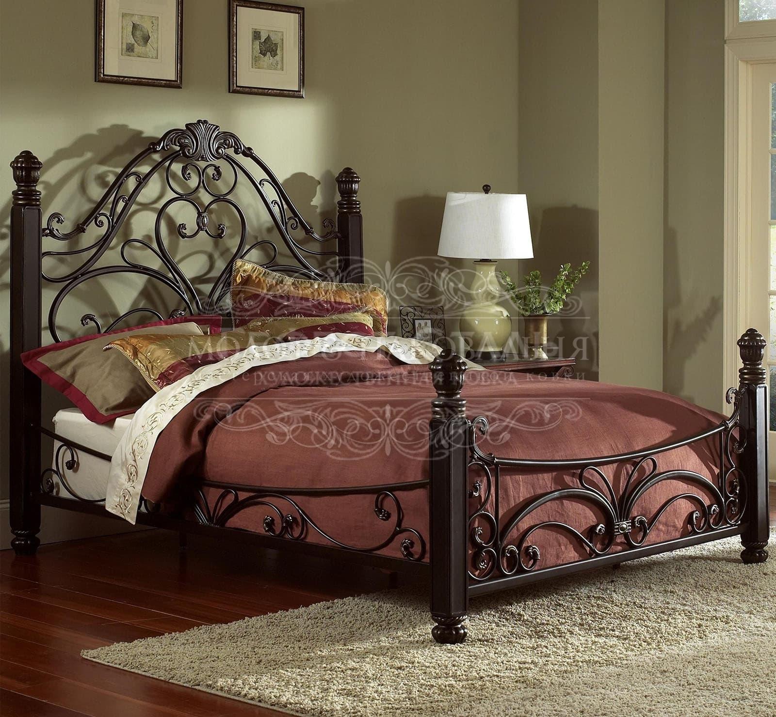 Кровать К-007 с кованой спинкой и деревянным изножьем