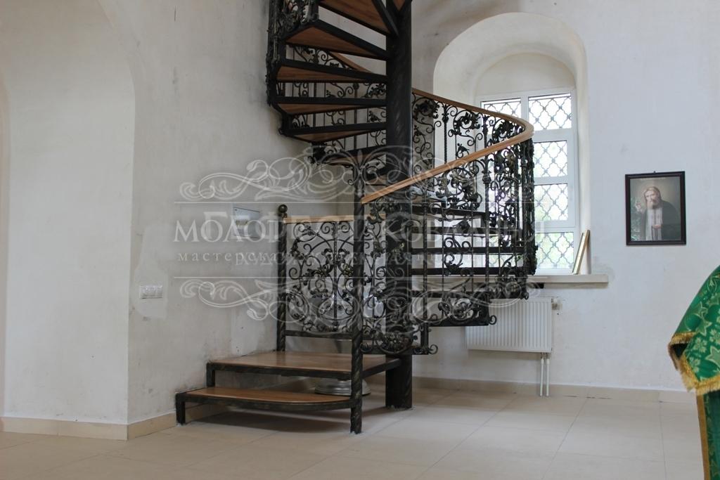 Кованая лестница К-005