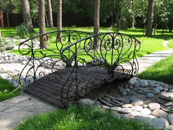 Кованый мостик М-001 для сада