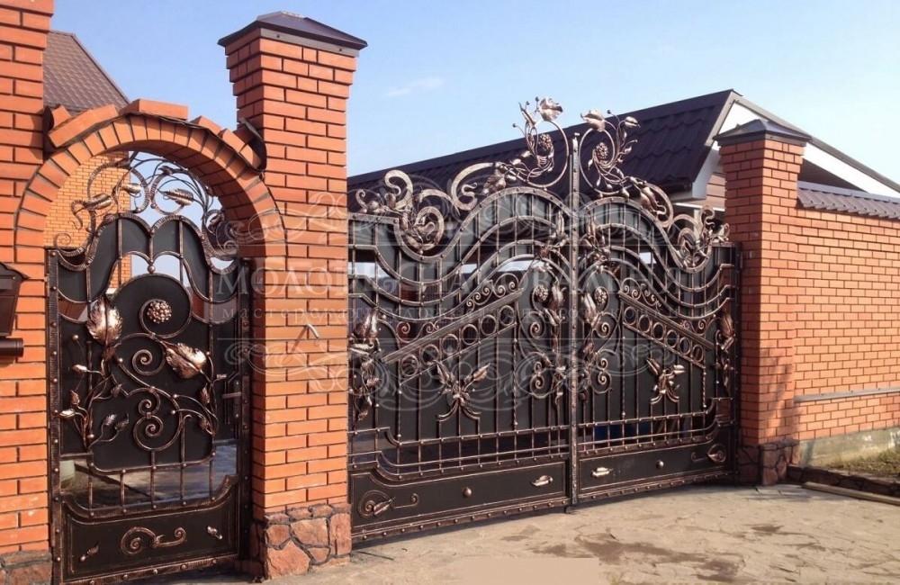Кованые распашные ворота В-004
