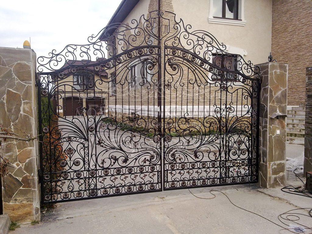 Кованые ворота В-005 с художественным узором