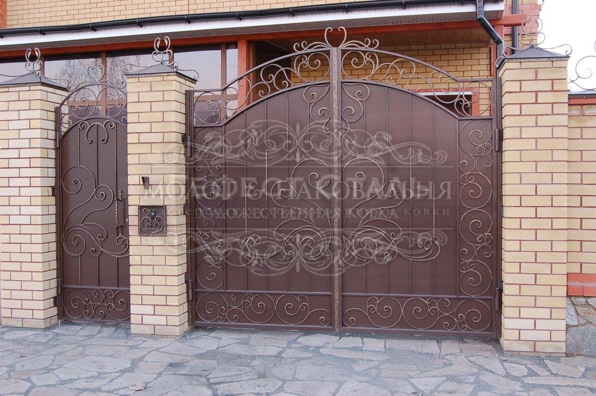 Недорогие кованые ворота В-001 «лоза»