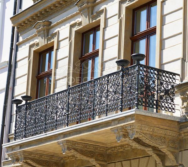 Кованый балкон КБ-008 во французском стиле